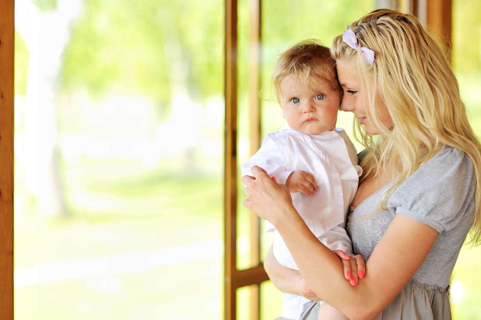 Wohnraumlüftung Mutter mit Kind